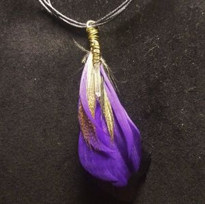 Jewelry - Crystal feather necklace